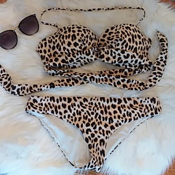 PINK Victoria's Secret Other - Leopard VS PINK Bikini Top
